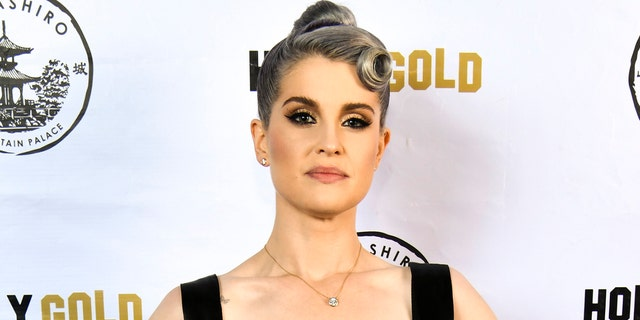Kelly Osbourne opened up about her strained relationship with her sister.
