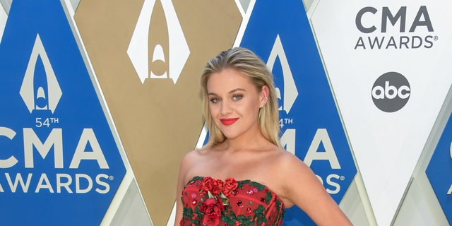 Kelsea Ballerini suffers 'most embarrassing' moment at CMA Awards in front of Miranda Lambert
