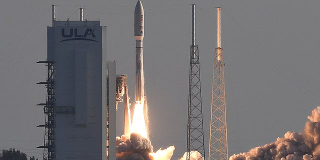 CAPE CANAVERAL, FLORIDA, UNITED STATES - 2020/07/30: An Atlas V rocket with NASA's Perseverance Mars rover launches from pad 41 at Cape Canaveral Air Force Station. The Mars 2020 mission plans to land the Perseverance rover on the Red Planet in February 2021 where it will seek signs of ancient life and collect rock and soil samples for possible return to Earth. (Photo by Paul Hennessy/SOPA Images/LightRocket via Getty Images)