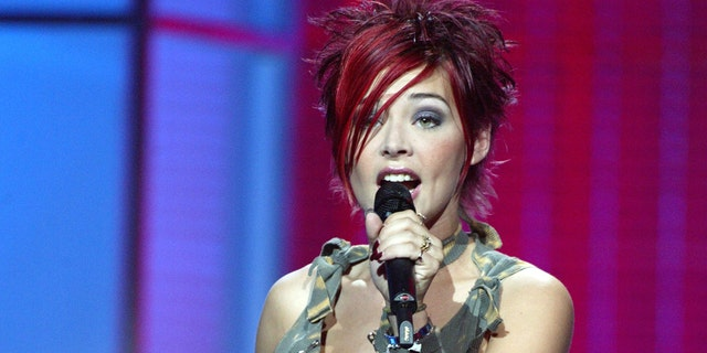 Nikki McKibbin, who appeared on the first season of 'American Idol,' is dead at age 42.