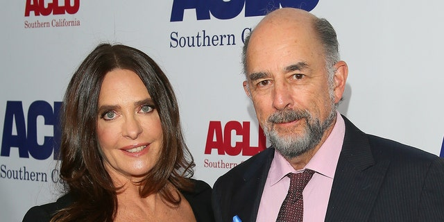 Actors Sheila Kelley (왼쪽) and Richard Schiff (권리) both tested positive for coronavirus. (Photo by Jean Baptiste Lacroix/WireImage)