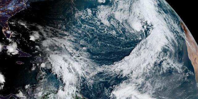La tempesta subtropicale Theta è stata avvistata sull'Atlantico martedì, Nov. 10, 2020.