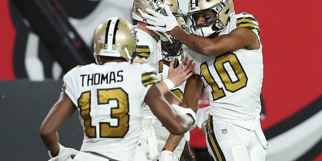 New Orleans Saints Tre'Quan Smith's expander (10) celebrates with teammates, including expansion kit Michael Thomas (13) after scoring against the Tampa Bay Buccaneers in the first half of the match NFL football on Sunday, November 8, 2020, in Tampa, Fla.  (Photo AP / Mark LoMoglio)