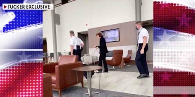 Sen. Feinstein spotted walking around Senate without a mask - Tucker 1