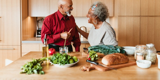 Opt for a diet with more anti-inflammatory foods, like leafy greens and whole grains, for better heart health, researchers say. (iStock)