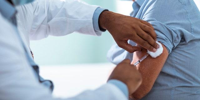 Meno di 2% dei partecipanti ha sviluppato la febbre, secondo il CEO di Moderna Stephane Bancel. (iStock)