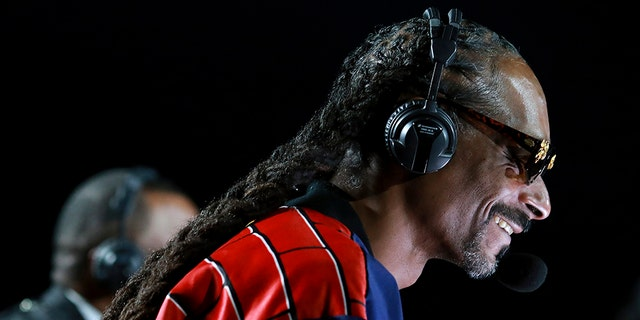 Snoop Dogg wins Twitter raves for boxing commentary