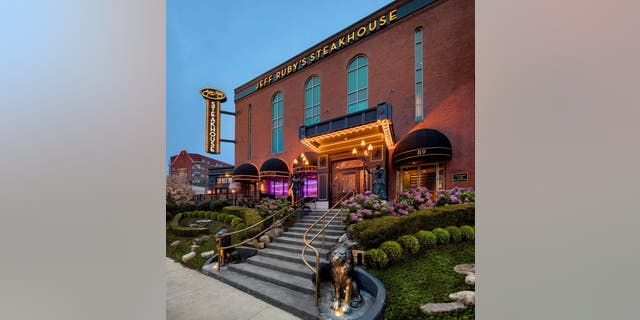 Jeff Ruby's Steakhouse, one of seven locations in Kentucky, 俄亥俄, and Tennessee.