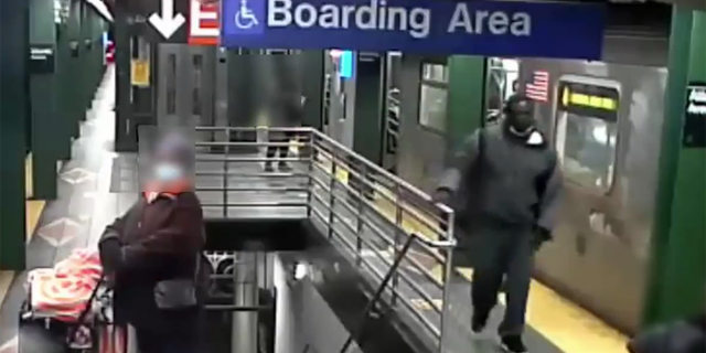 .A photo shows the suspect wearing dark-colored clothing inside the Atlantic Avenue-Barclays Center subway station (NYPD)