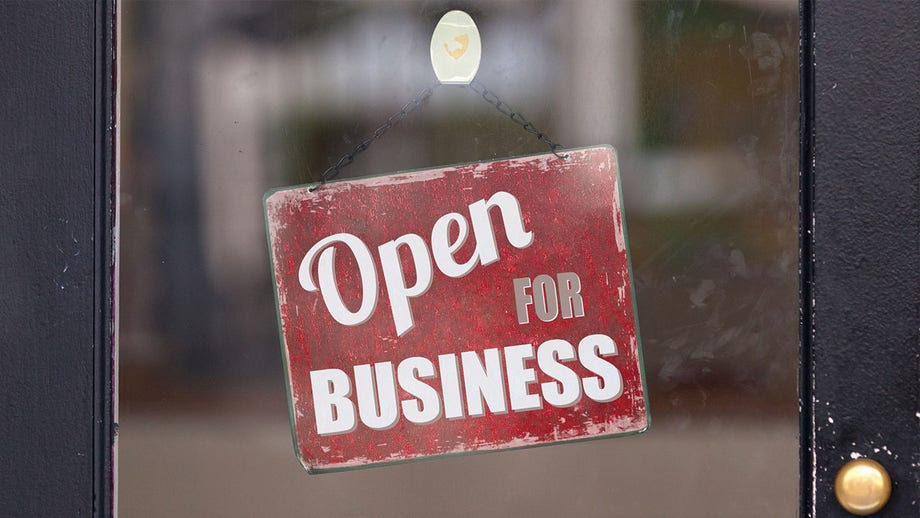 When NJ bar staff quarantined for coronavirus, neighboring barber stepped in to run business