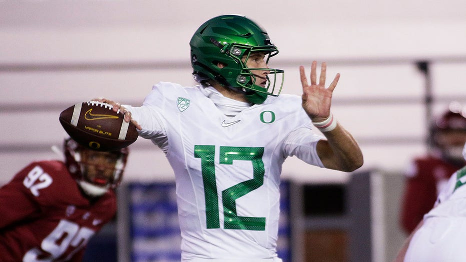 Shough leads No. 11 Oregon over Washington State 43-29