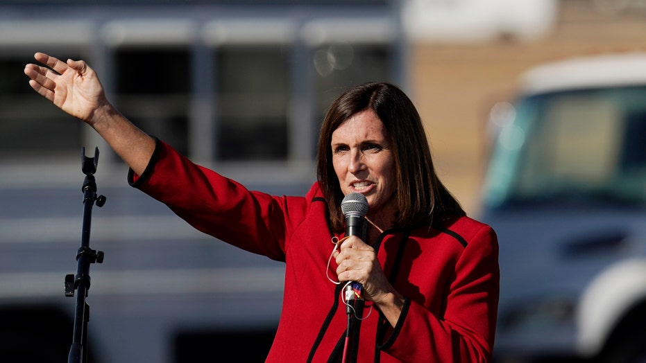 Martha McSally concede a Mark Kelly nella corsa al Senato dell'Arizona