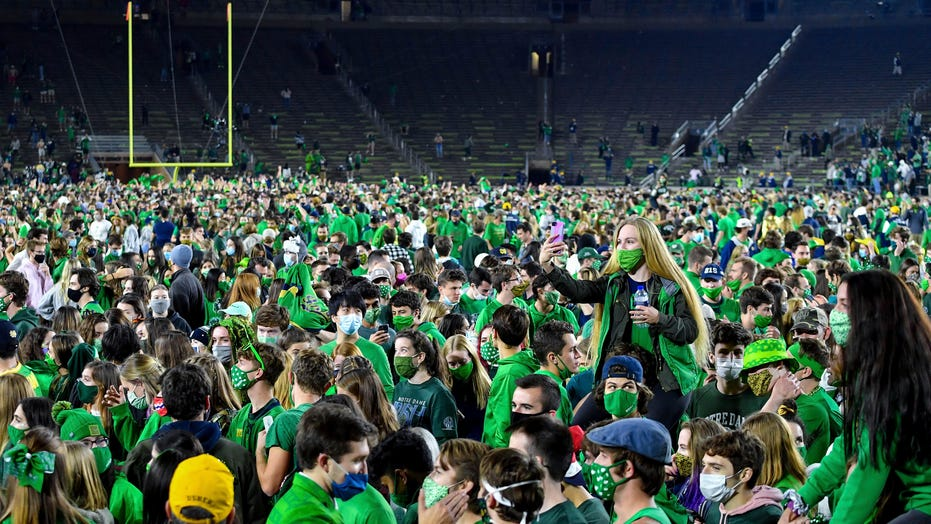 Notre Dame fans rush the field after Clemson upset despite COVID-19 concerns