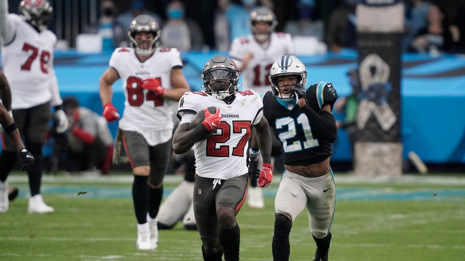 Buccaneers' Ronald Jones runs 98-yard touchdown against Panthers, 3rd longest run in NFL history