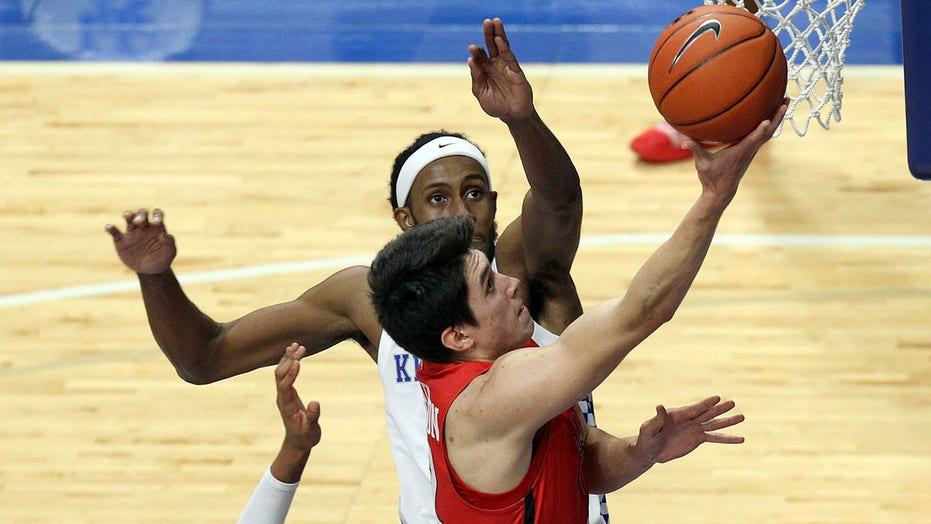 Richmond beats No. 10 Kentucky, 1st win vs AP top-10 team