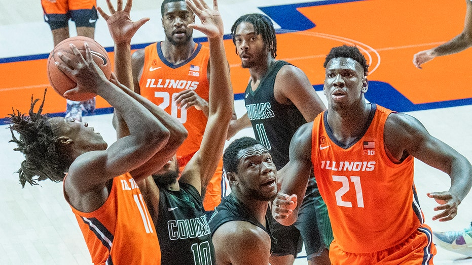 Dosunmu, Curbelo lead No. 8 Illinois past Chicago State