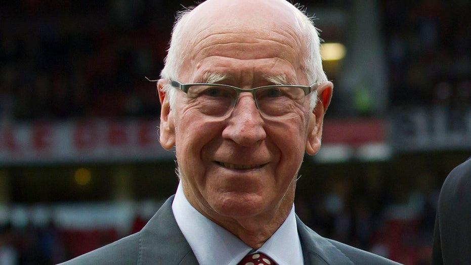 Manchester United, Engeland se groot Bobby Charlton het demensie