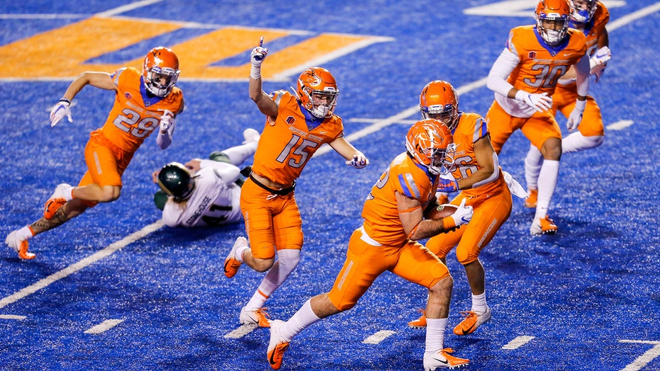 Boise St blocks 3 kicks for scores, routs Colorado St 52-21