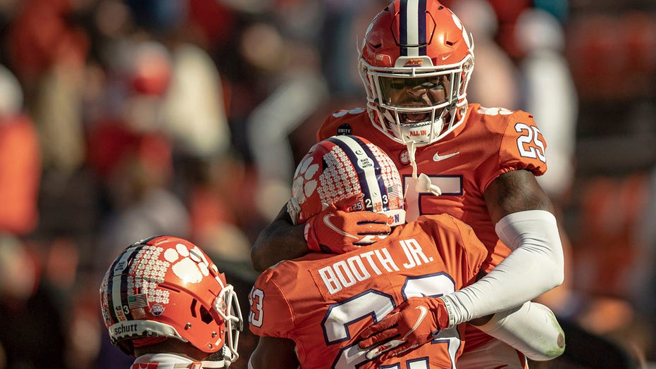 AP Top 25: No. 2 Alabama closes gap with Clemson; Liberty in