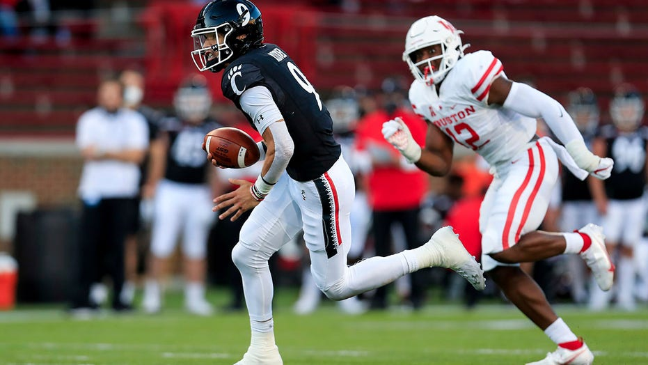 Doaks, Ridder help No. 6 Cincinnati run past Houston 38-10