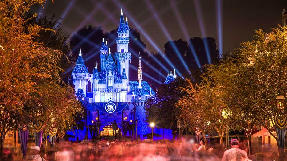Disney World cast member stops entire ride after guest takes off mask, witness says