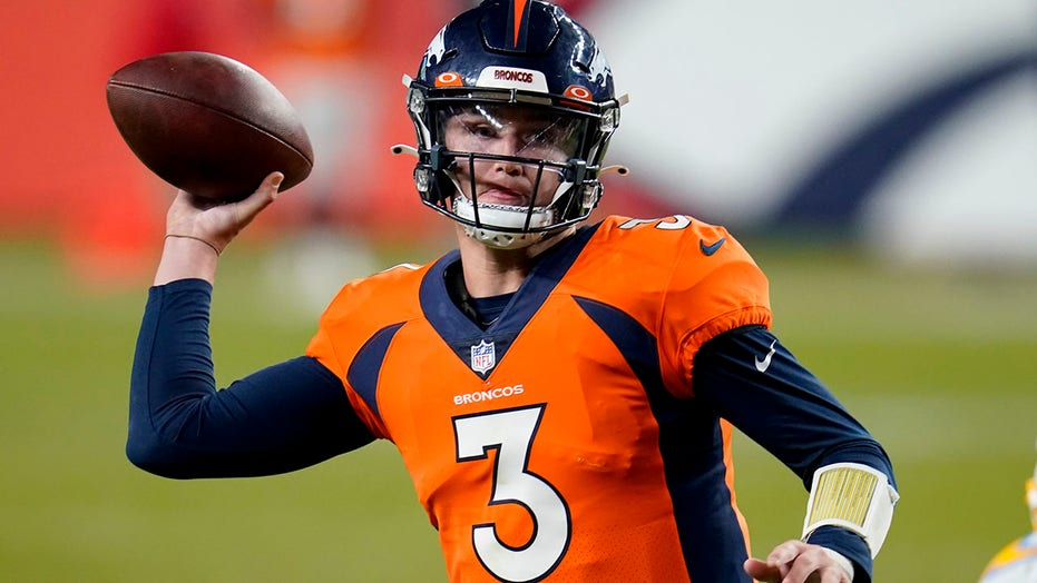 Broncos' Drew Lock laid into offense at halftime, inspires comeback victory