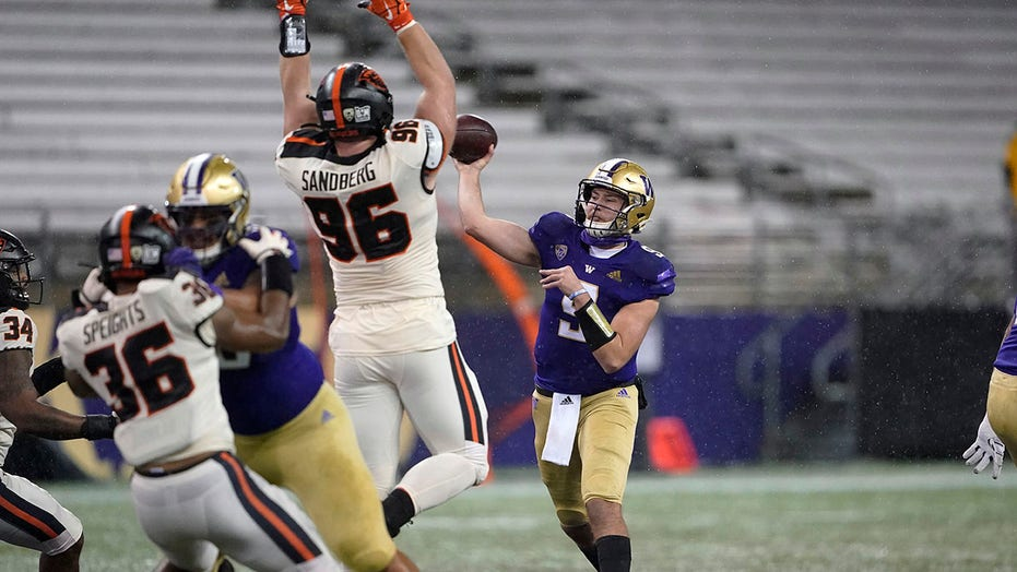 Jimmy Lake wins Washington debut, Huskies top Beavers 27-21