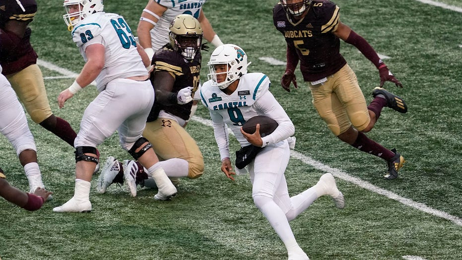 No. 16 Coastal Carolina tops Texas State, wins Sun Belt East