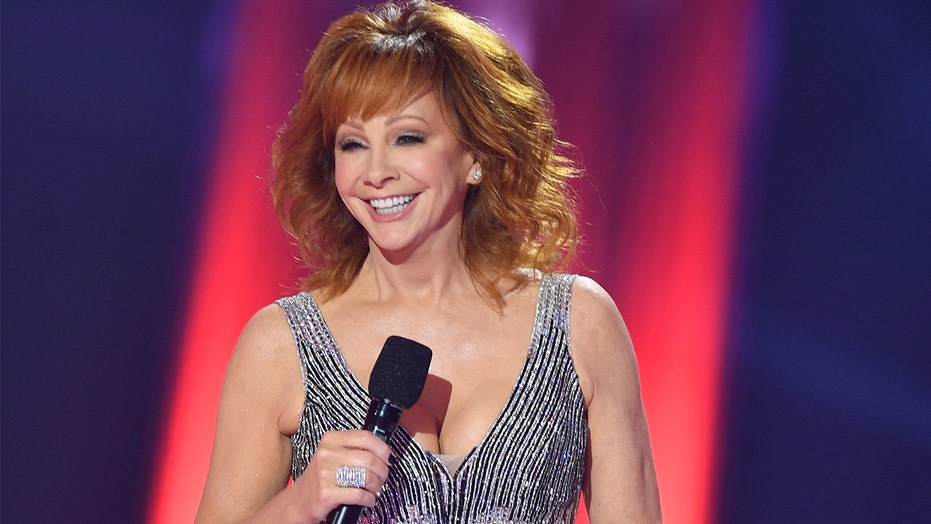 Reba McEntire reveals her breakthrough coronavirus diagnosis was likely a mistake