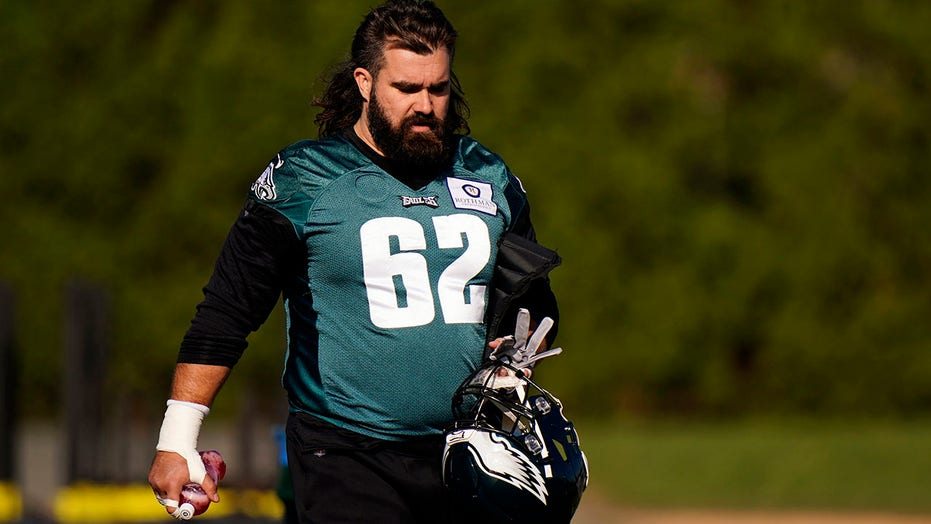 Eagles center Jason Kelce set to make 100th straight start