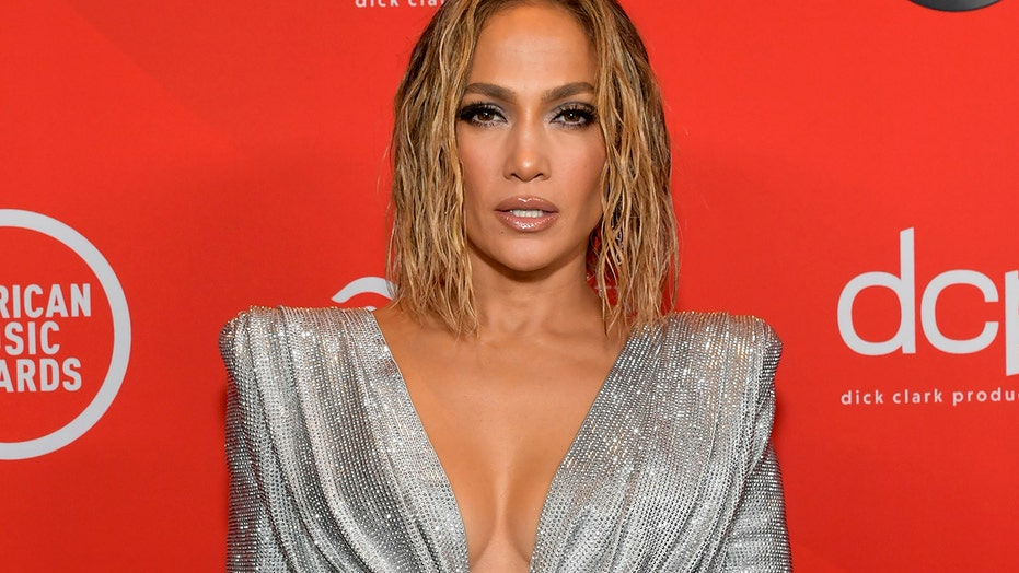 Jennifer Lopez called out by Beyoncé fans after AMAs performance