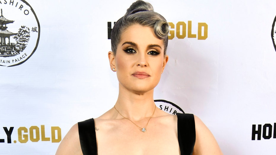 Kelly Osbourne denies plastic surgery speculation from fans: 'I've never done anything'