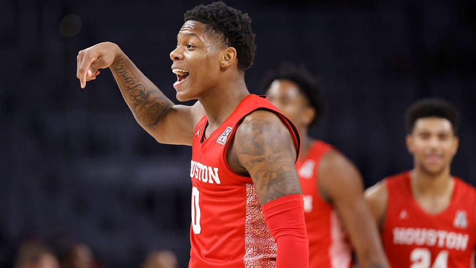 Geen. 17 Houston takes big lead, tops No. 14 Texas Tech 64-53