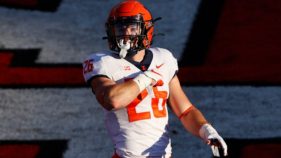 McCourt's late field goal sends Illinois past Rutgers 23-20