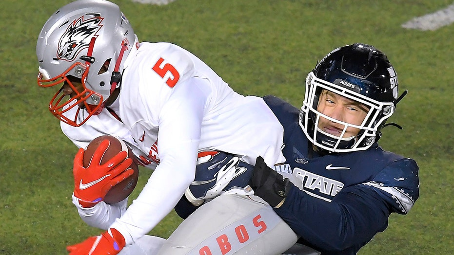 Utah State's Peasley throws for 3 TDs, runs for another