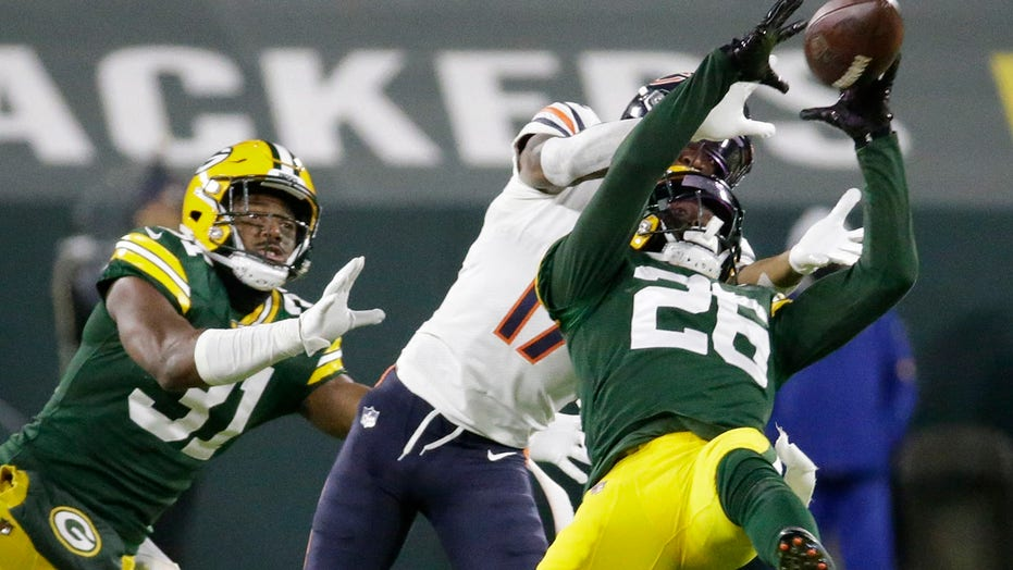 Bears players react to blowout loss to Packers: 'S--t embarrassing'