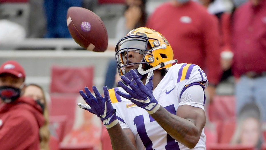 LSU scores late in 4th quarter to upend Arkansas 27-24