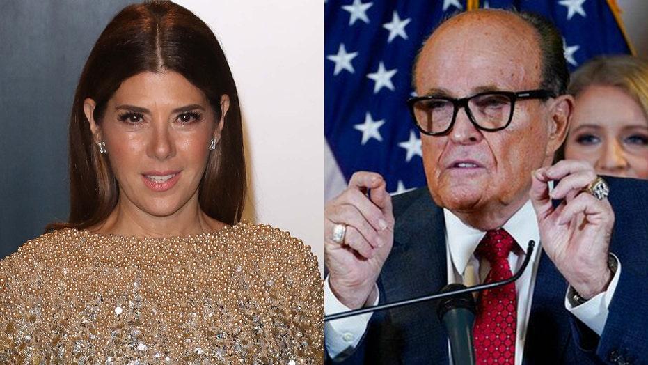'My Cousin Vinny' director, 스타가 기자 회견에서 장면을 재연하는 Rudy Giuliani에 반응