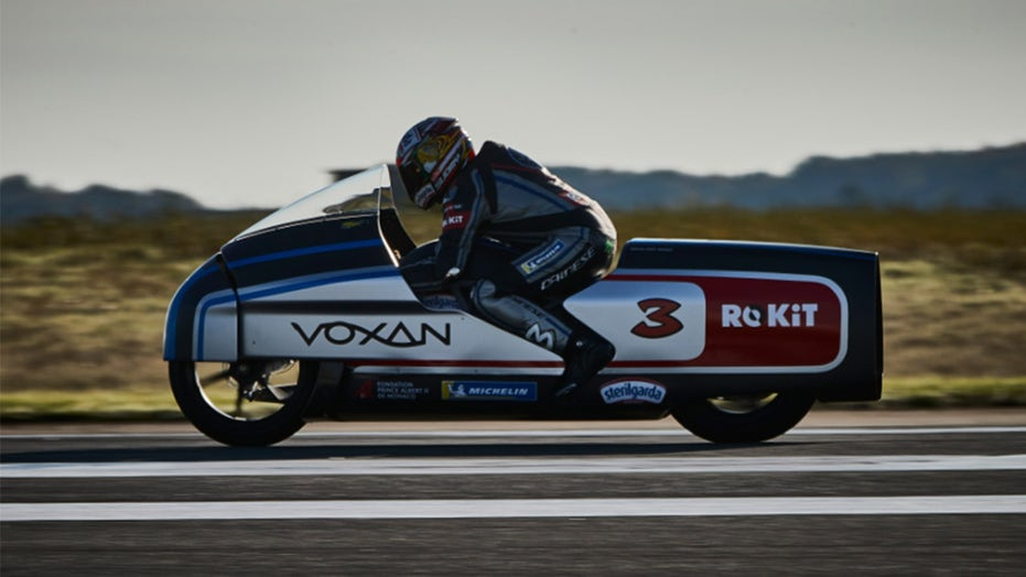 Voxan Wattman electric motorcycle hits 254 mph during world speed record run