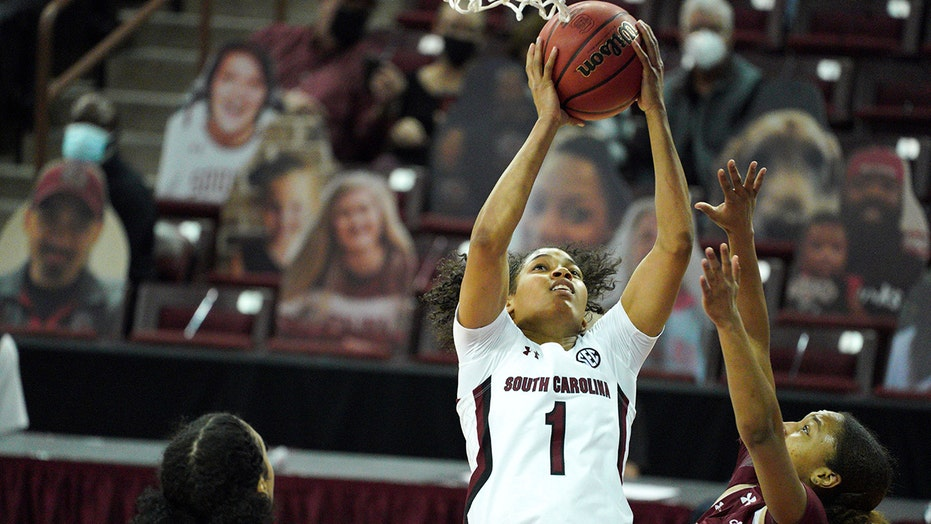 没有. 1 South Carolina women rout Charleston in season opener