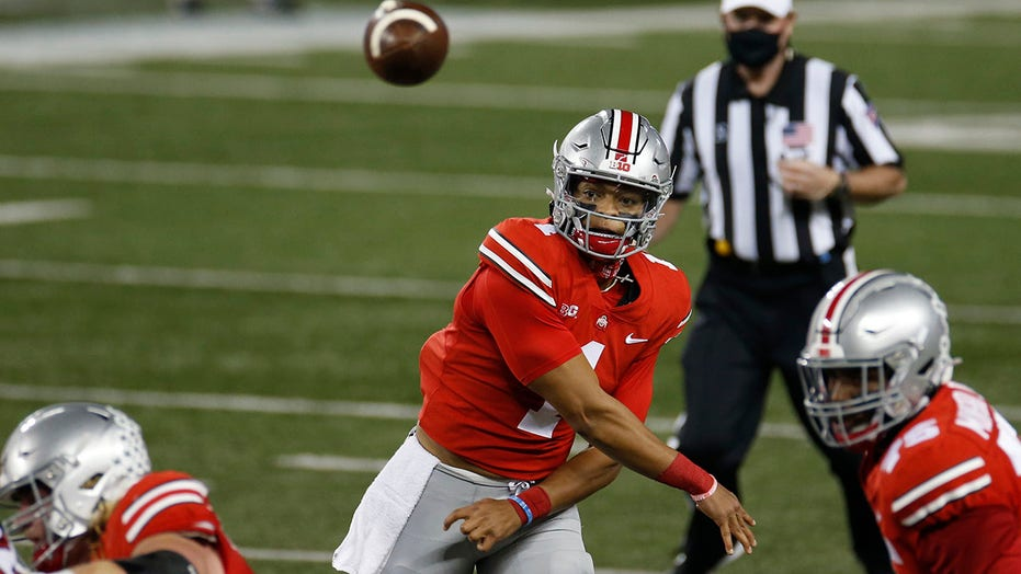 Fields throws 5 TDs passes, 没有. 3 Ohio State beats Rutgers