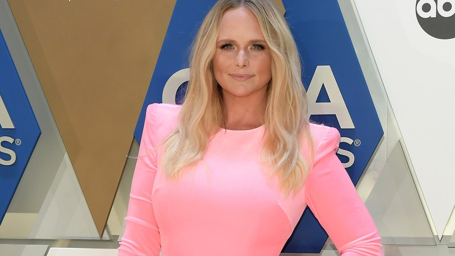 Miranda Lambert radiates in bright pink dress at 2020 CMA Awards