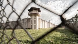 US prison guards refusing COVID-19 vaccine despite outbreaks