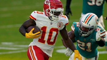 Mysterious green liquid Tyreek Hill was sipping on the sideline was pickle juice, Patrick Mahomes says
