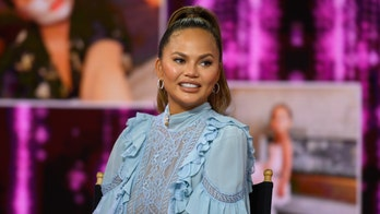 On Instagram, Chrissy Teigen reveals she's '4 weeks sober'