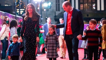 Kate Middleton, Prince William share family Christmas card photo with George, Charlotte and Louis