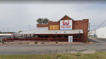 Texas restaurant pays server $2,000 tip after customer allegedly left fraudulent payment