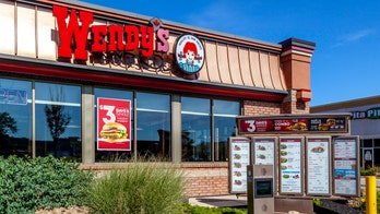 Singing Wendy's drive-thru employee serves up smiles to customers