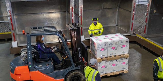 FedEx workers transport vaccine doses in Grand Rapids, Mich. (FedEx)