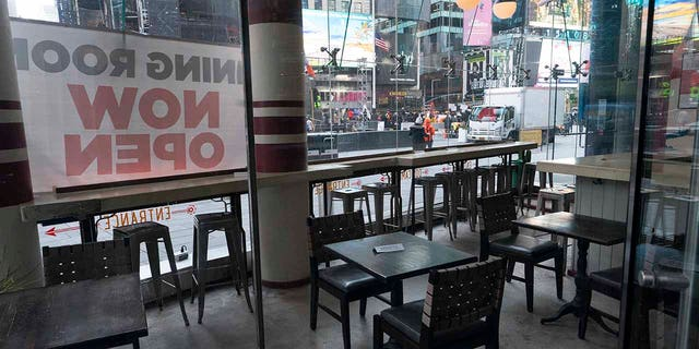 Dos Caminos restaurant is closed for indoor dining, martedì, Dic. 15, 2020, in New York. (AP Photo / Mark Lennihan)
